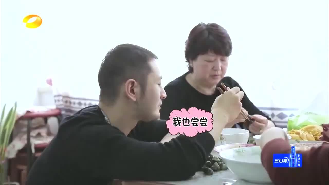黄晓明挑战吃芥末,随便一暂停都是表情包,辣得眼泪直流!