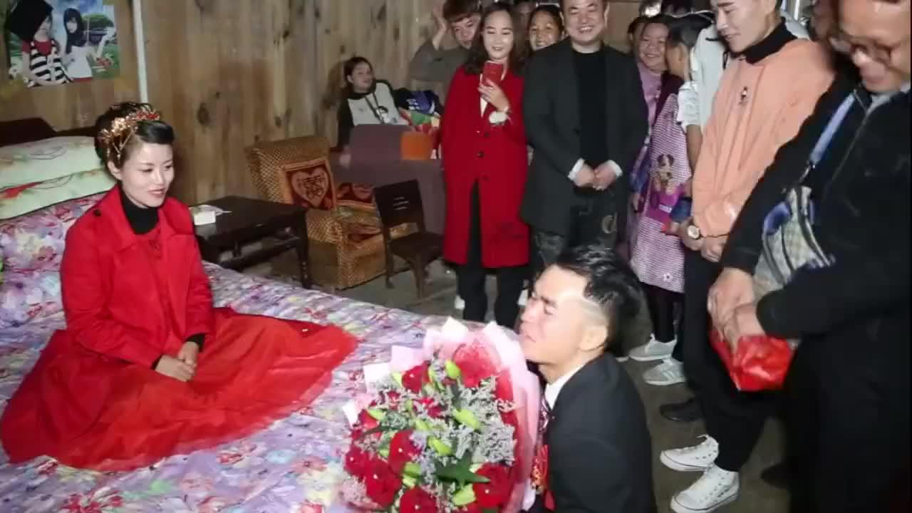 贵州一穷人家姑娘出嫁,新郎是一公司老板,好帅,新娘好福气