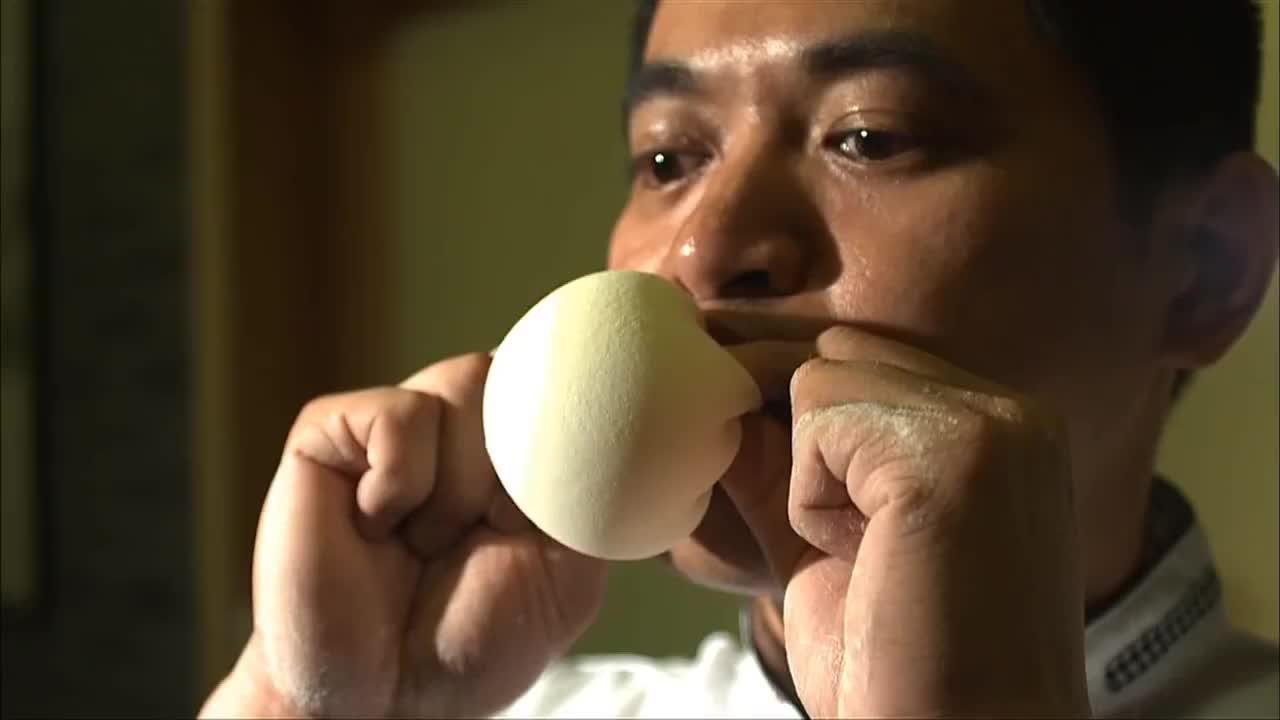 舌尖上的中国:面皮的秘密掌握在制作者的手中,挑战着食客