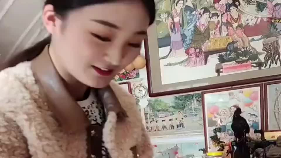 大衣哥儿媳陈亚男学包饺子,在娘家没干过活,来婆家更享福!