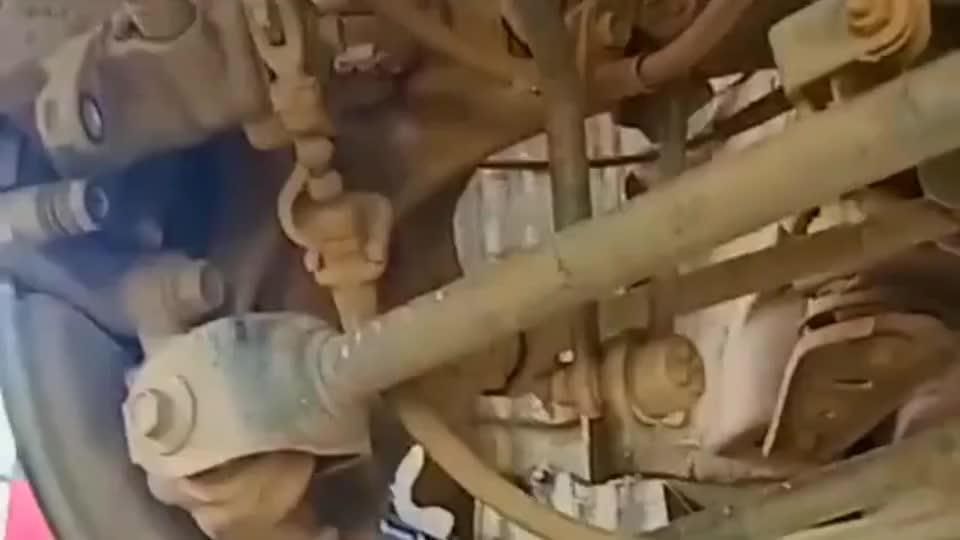 这就是日本车的独立悬挂,这样的独立悬挂你们还敢开向高速吗?