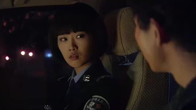 青春无季:发现秘密,依典典在黄磊车上找到违禁品,很诧意