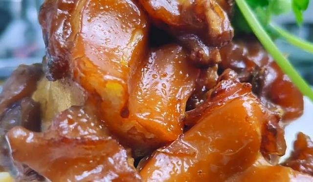 卤牛蹄时,只需多加点它,牛蹄软糯有弹性,满满的全是胶原蛋白