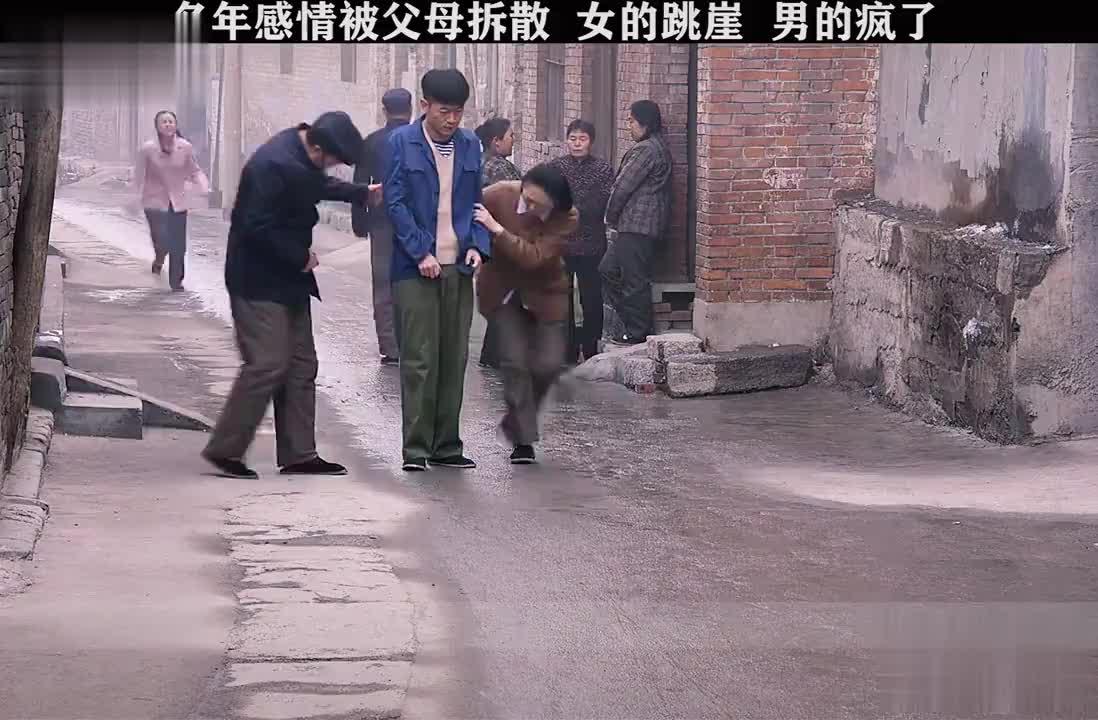 男的疯了,女的获救后,婆婆上门跪求原谅被姑姑霸气阻拦