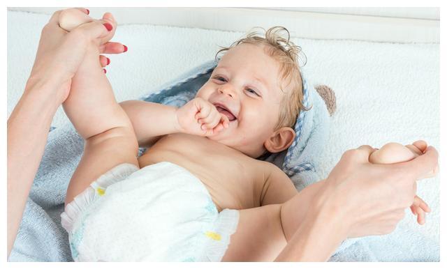 新生儿穿纸尿裤时,需要注意哪些?