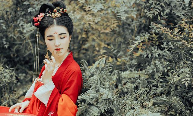 读过唐诗千首,如此狂的境界却很少见,李贺这一首狂诗,韵味无穷