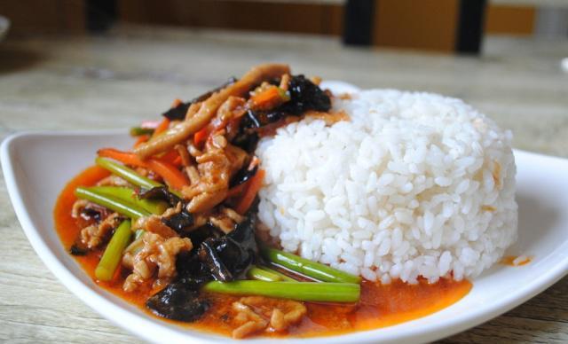 米饭这样吃不用任何配菜,简直比肉还香,但要记住:绝对不能多吃