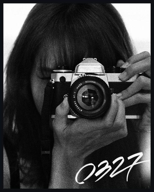 为迎接生日BLACKPINK Lisa推出限量写真集 327册上有亲笔签名和签名标记