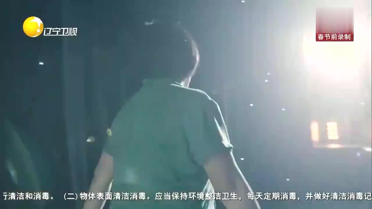山楂妹登台演唱《活出个样来给自己看》,高亢嗓音征服全场观众