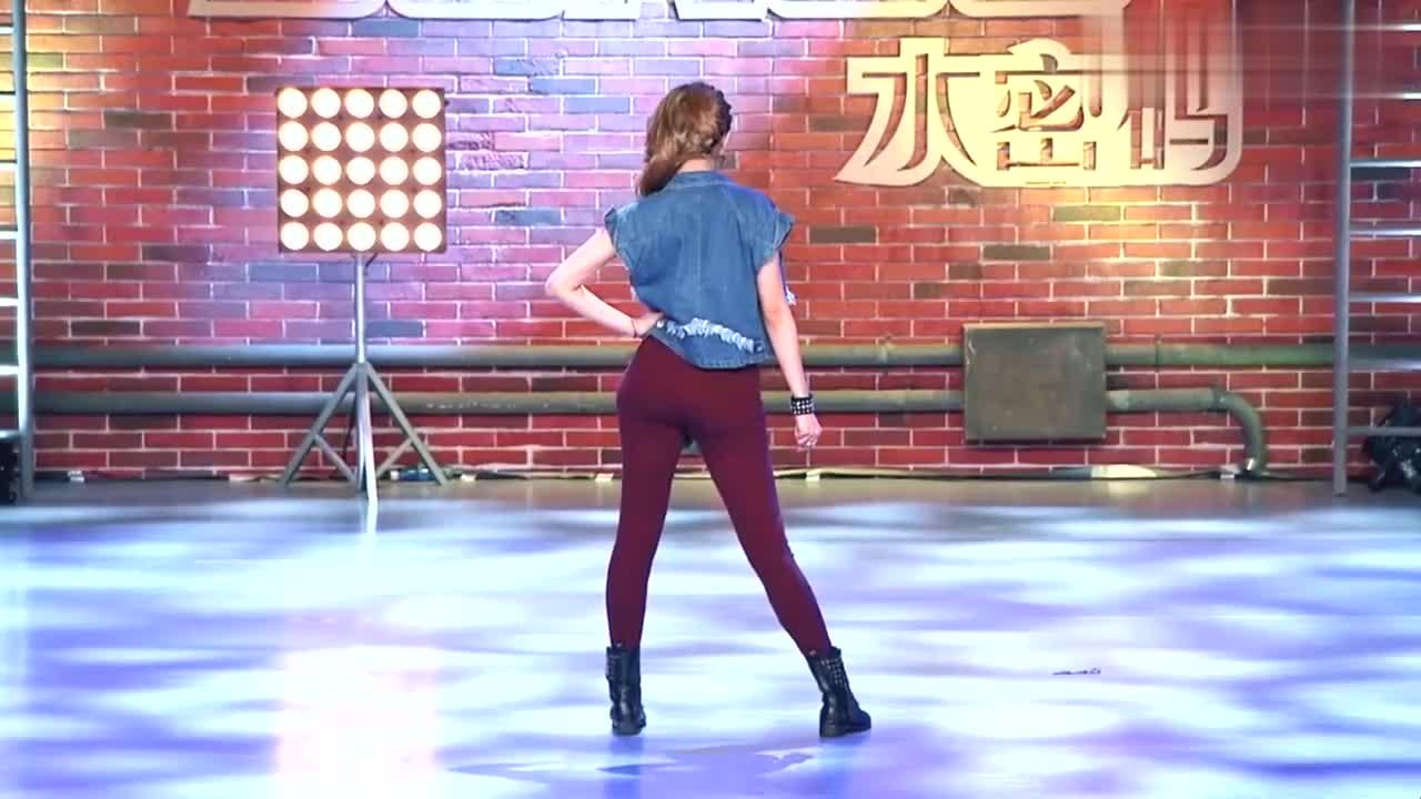 中国好舞蹈:高个女孩上好舞蹈,跳火辣劲舞,引观众惊奇