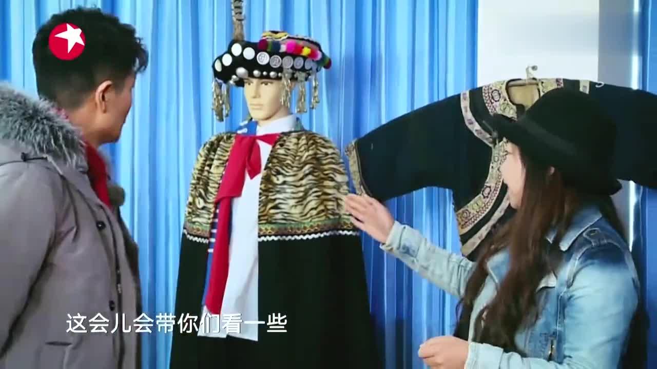 我们在行动:李宗翰被彝族文创产品圈粉拿起新郎胸针就往身上别