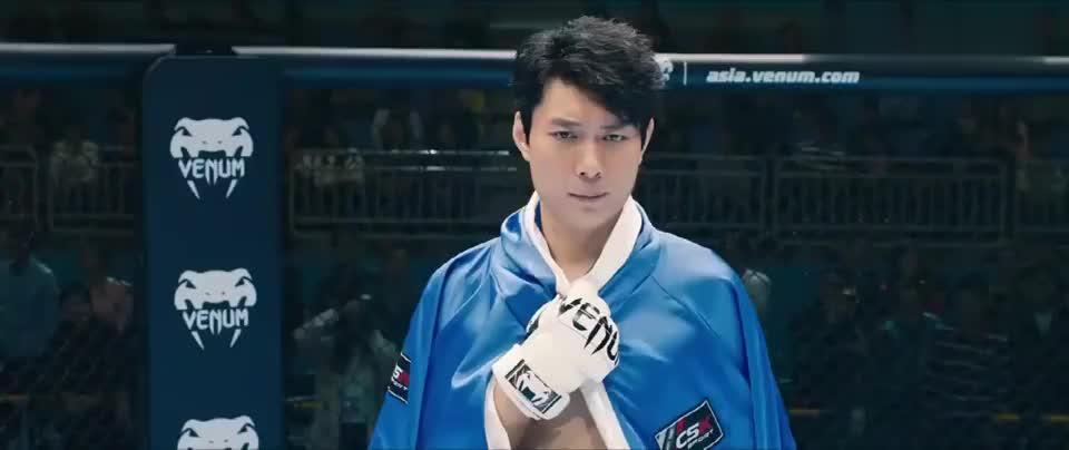 羞羞的铁拳:爱迪生身为职业拳击手,竟然被人打哭了,真丢人!