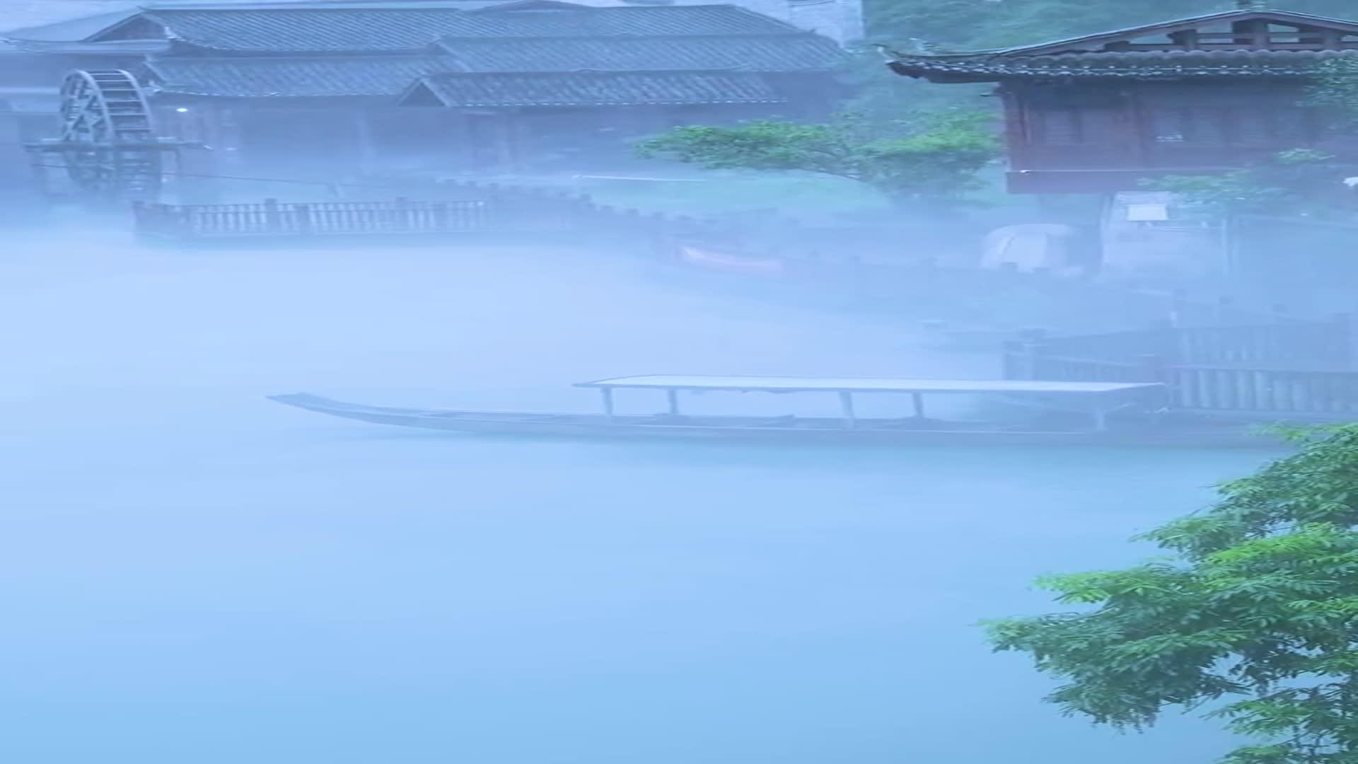 江南烟雨几多愁,点滴思绪涌心头。青瓦长忆旧时雨