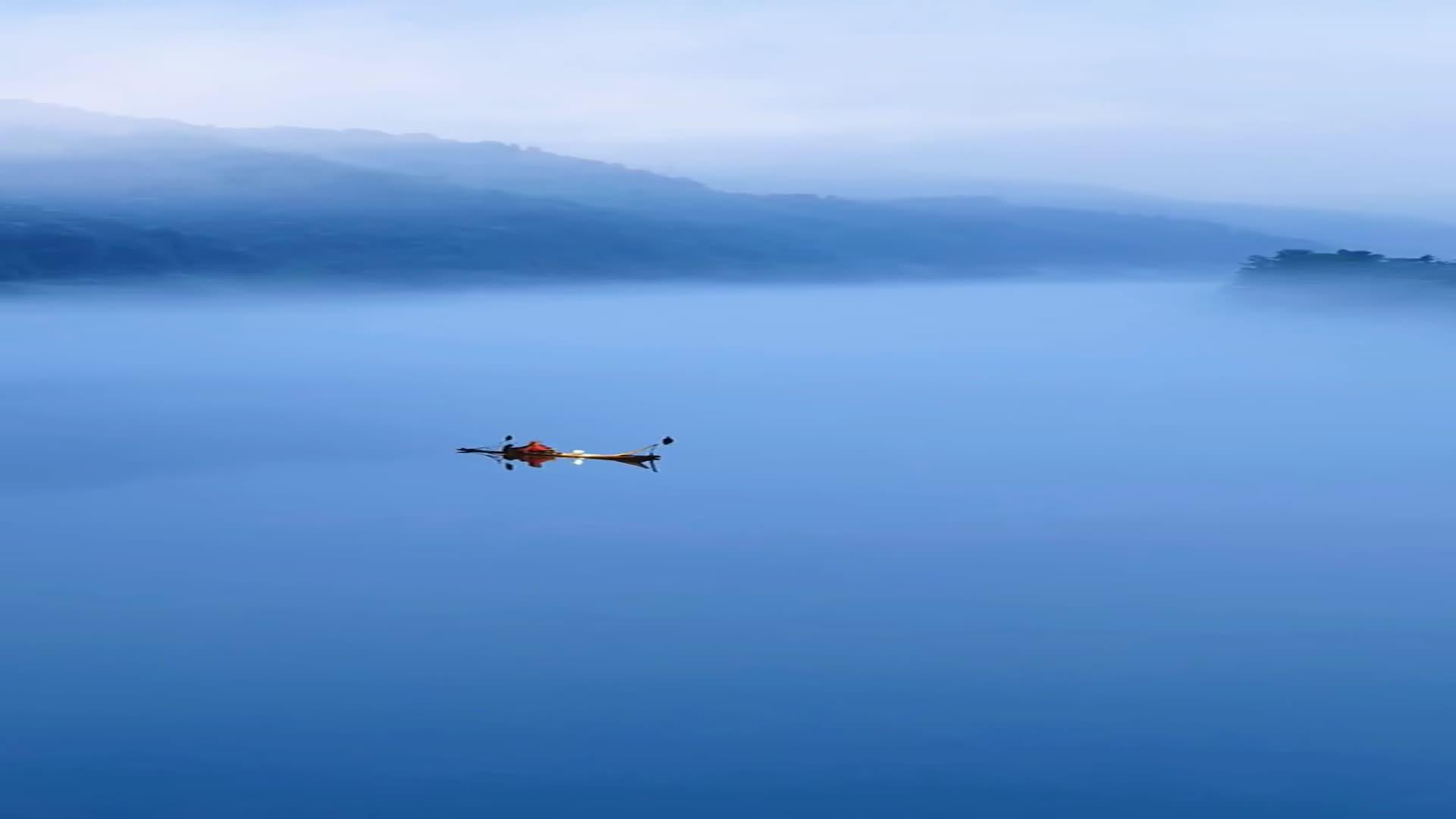 青蓝烟波异舟客,半生漂泊谁人懂。但看古往今来事
