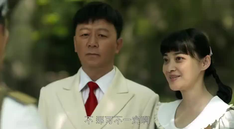 父母爱情:江德福对着老丁挤眉弄眼,生怕他说西装不好看,结果被