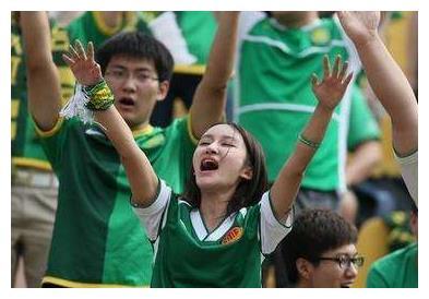 足球媒体人:国安主场球迷素质正在提高,人们总爱戴有色眼镜