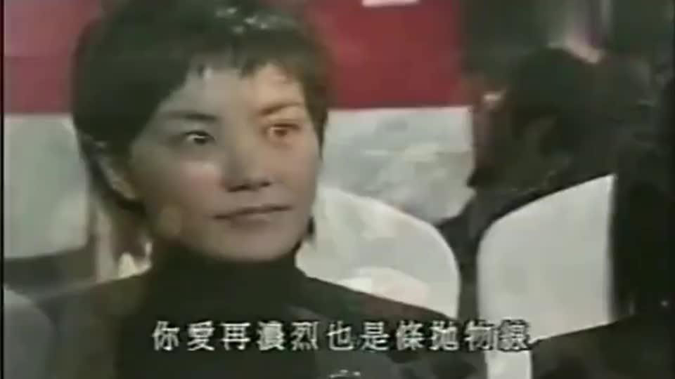 谢霆锋坐在陈冠希与张柏芝中间唱歌,王菲不停回头张望!