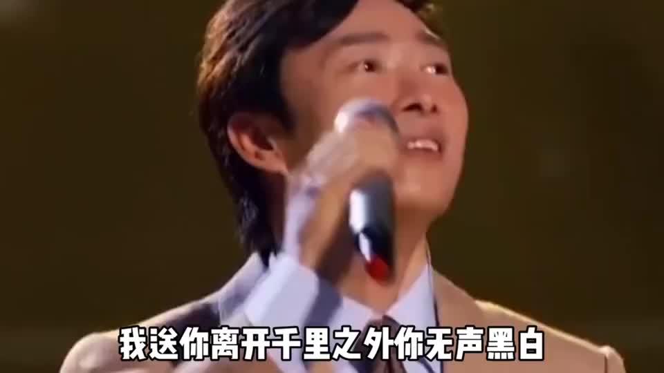 周杰伦费玉清同台合唱《千里之外》音乐响起,勾起了青春的回忆