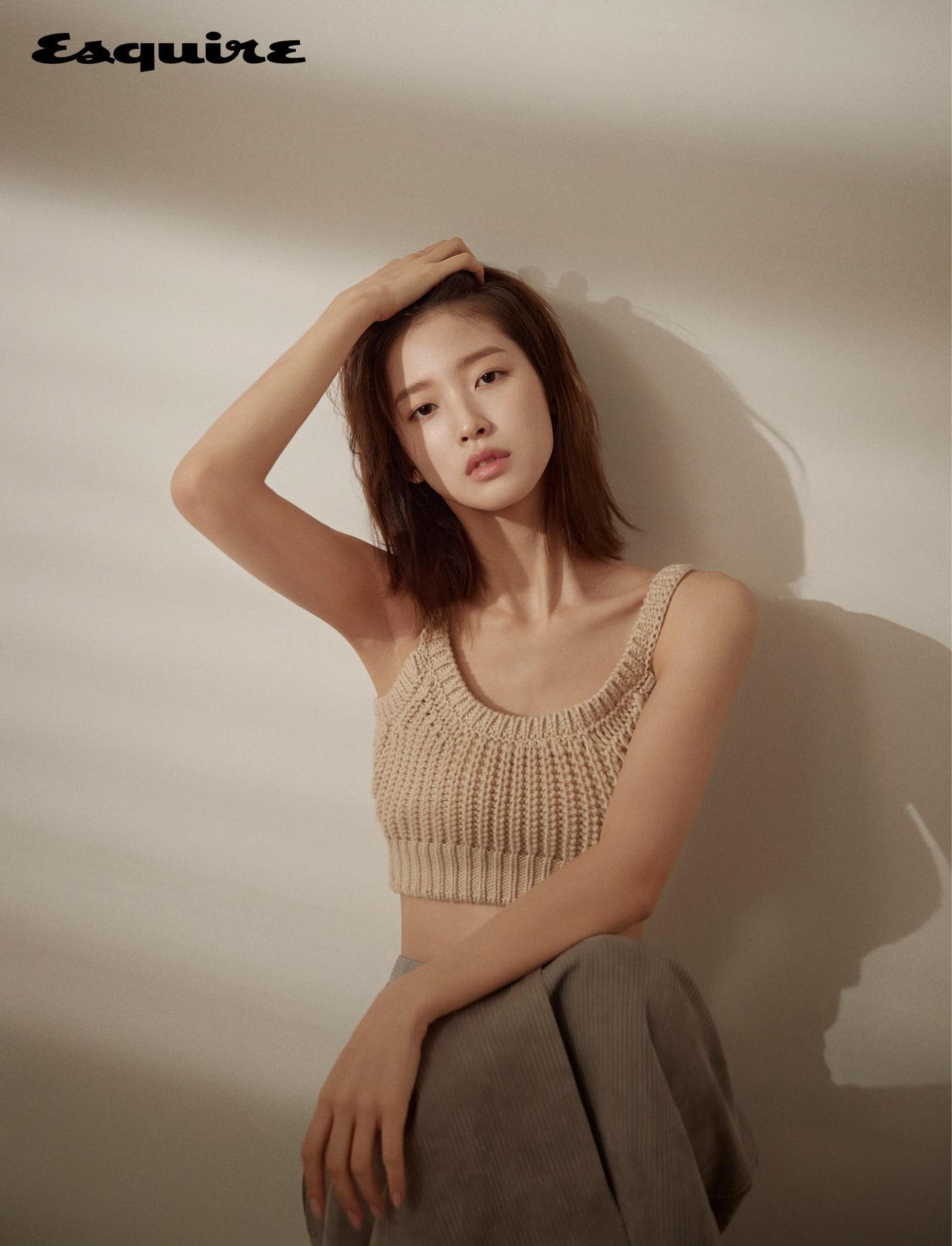 Oh My Girl崔乂园ARin公开新写真 探讨她的真实性格以及《少女的世界》影响