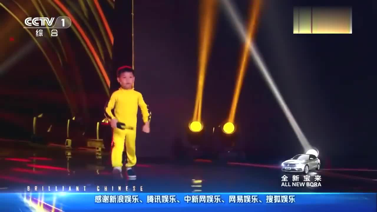 出彩中国人:6岁男孩上出彩,模仿李小龙双节棍,引黄豆豆惊奇