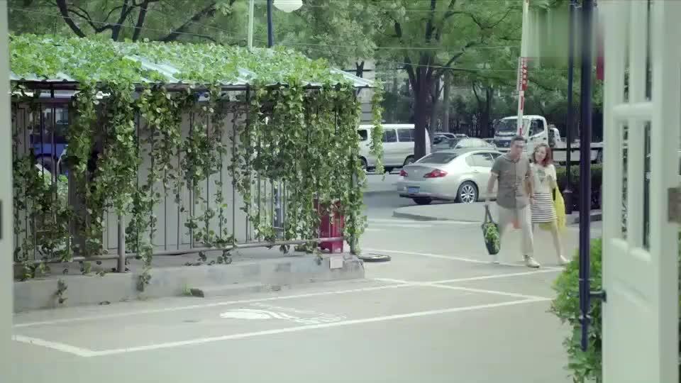 体育老师:张嘉译带着小媳妇去买菜,结果路上遇到前妻,好尴尬