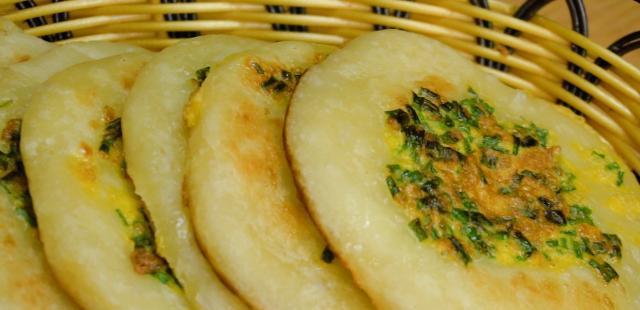 发面葱花饼最简单做法,不揉面不擀面,秘制一做,10分钟解决早餐