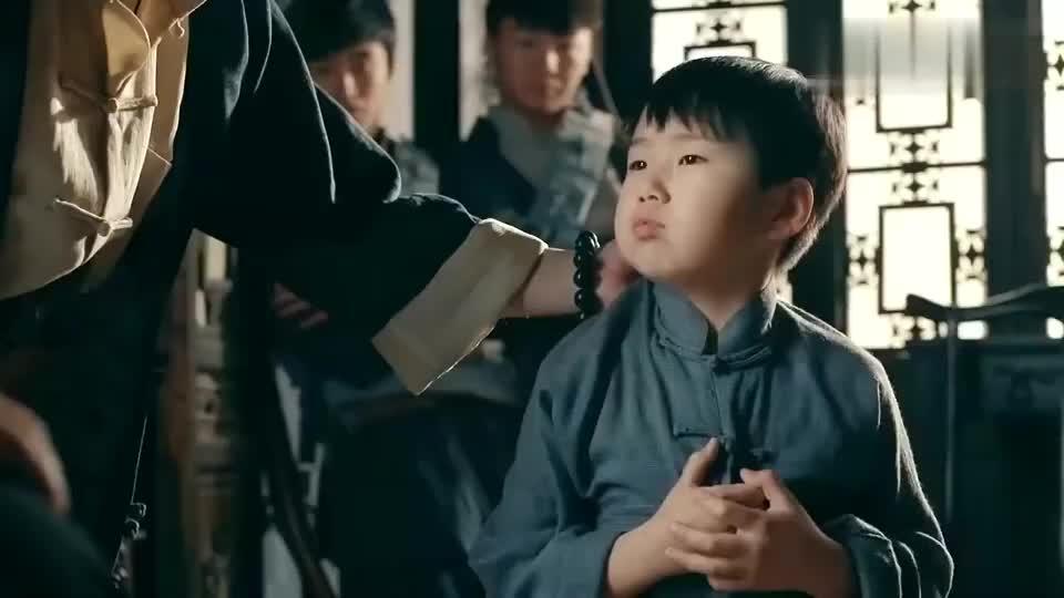 一代枭雄:小孩替何辅堂报信被抓,眼看就要枪毙,撒谎保下命来