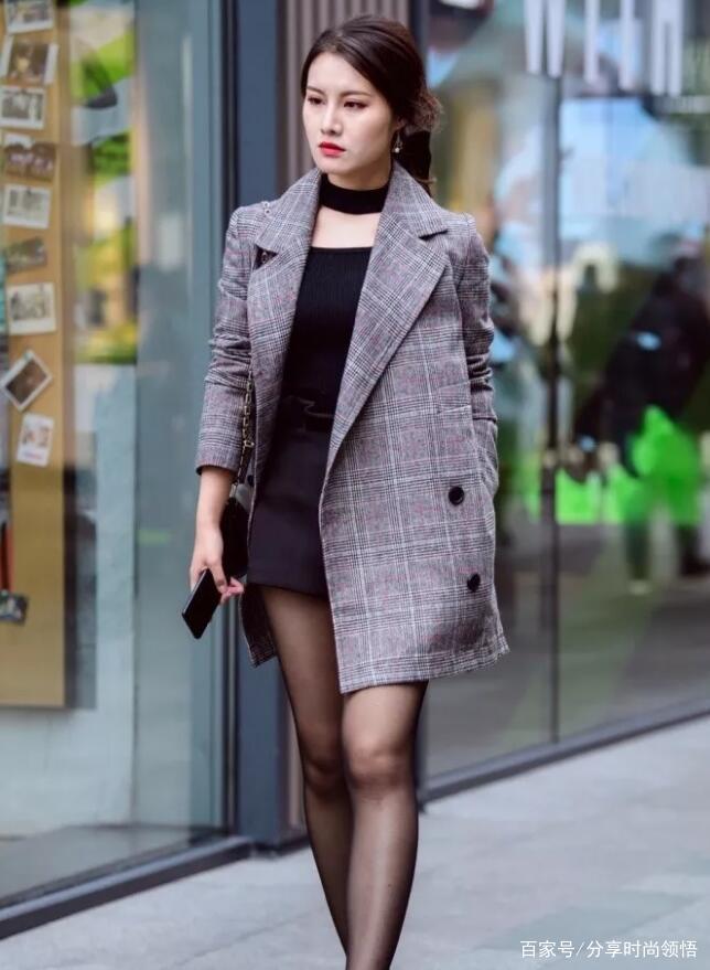 """穿""""黑丝袜""""真的太好了,简单时尚又好看,关键还能瘦腿显腿长!"""