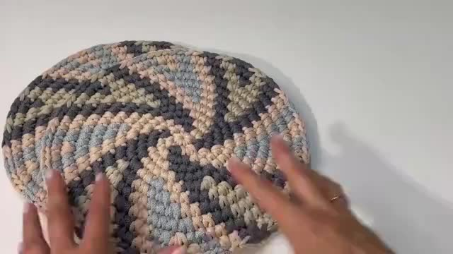 圆型钩针手提包,螺旋式花纹,色彩大方,编制简单,适合DIY