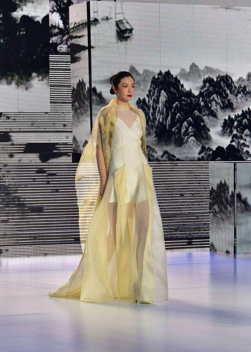 时装周纷纷牵手 时尚界迎来百年巨变