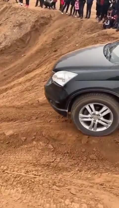 视频:开车我的本田CR-VSUV去郊外来一场越野秀
