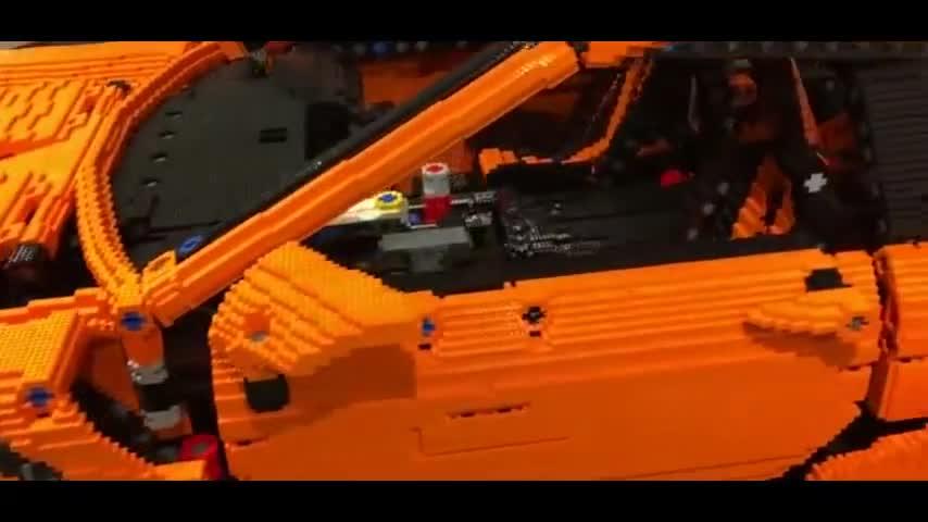 视频:1比1大小的乐高保时捷911里面是什么样的,真会玩