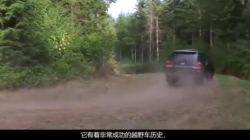 宝马7系与V8酷路泽相撞,路人看到车损后:豪车果然名不虚传!