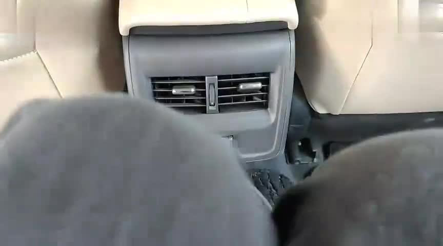 视频:体验丰田亚洲龙的后排中央坐人舒适性