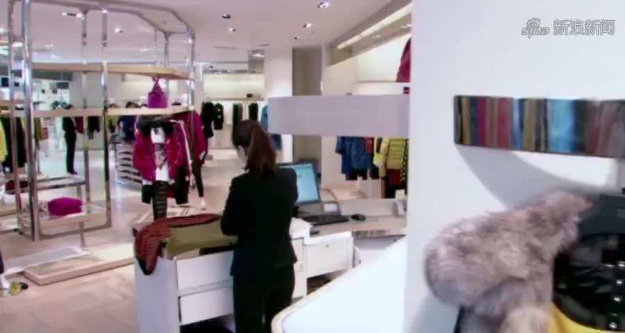 穷小子陪女总裁买衣服,看到标价总裁慌了,不料小伙子却一脸淡定