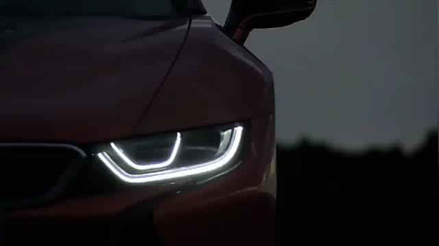 视频:宝马i8跑车,按下变形按钮那一刻