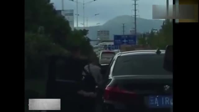 视频:宝马车强行加塞,雅阁司机就不给机会,接下来的一幕惹恼众人