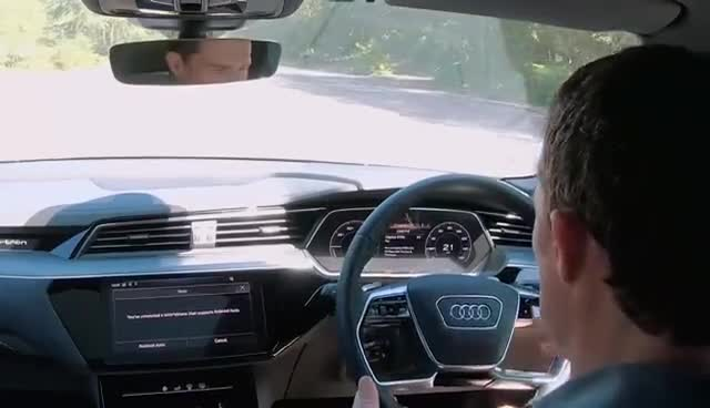 视频:外媒体验Audie-tron的全息影像功能