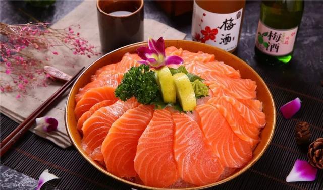 三文鱼能煮熟吃吗?煮熟以后的鱼肉,网友:倒搭钱都不要
