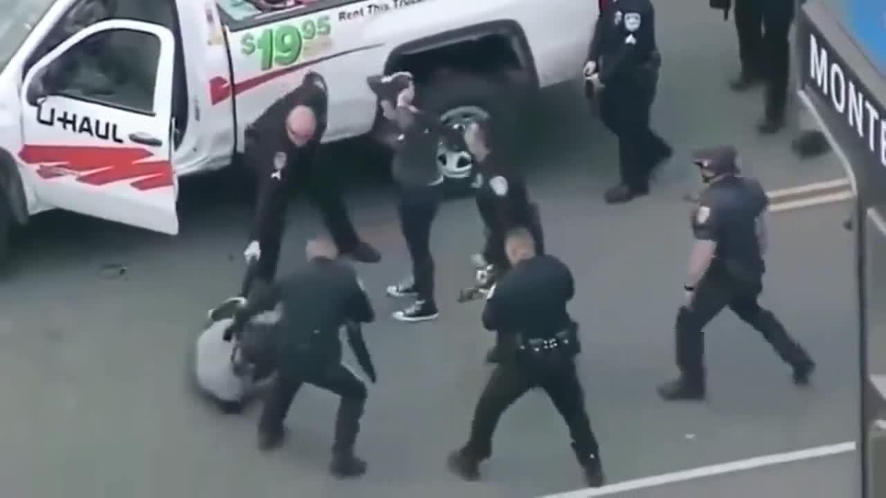 监控:来看看美国警察是如何执法的,太凶悍了!