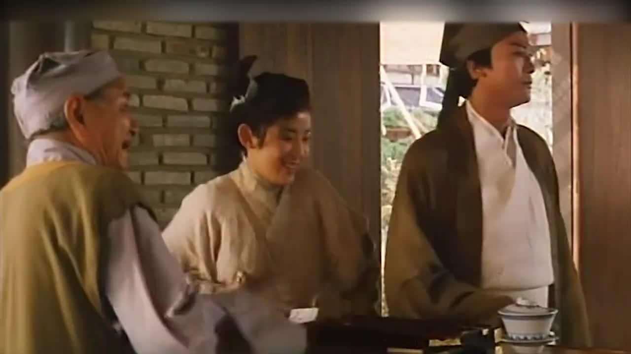 郑少秋和吴君如去吃饭,叫个菜都这么搞笑,店小二太有才了!
