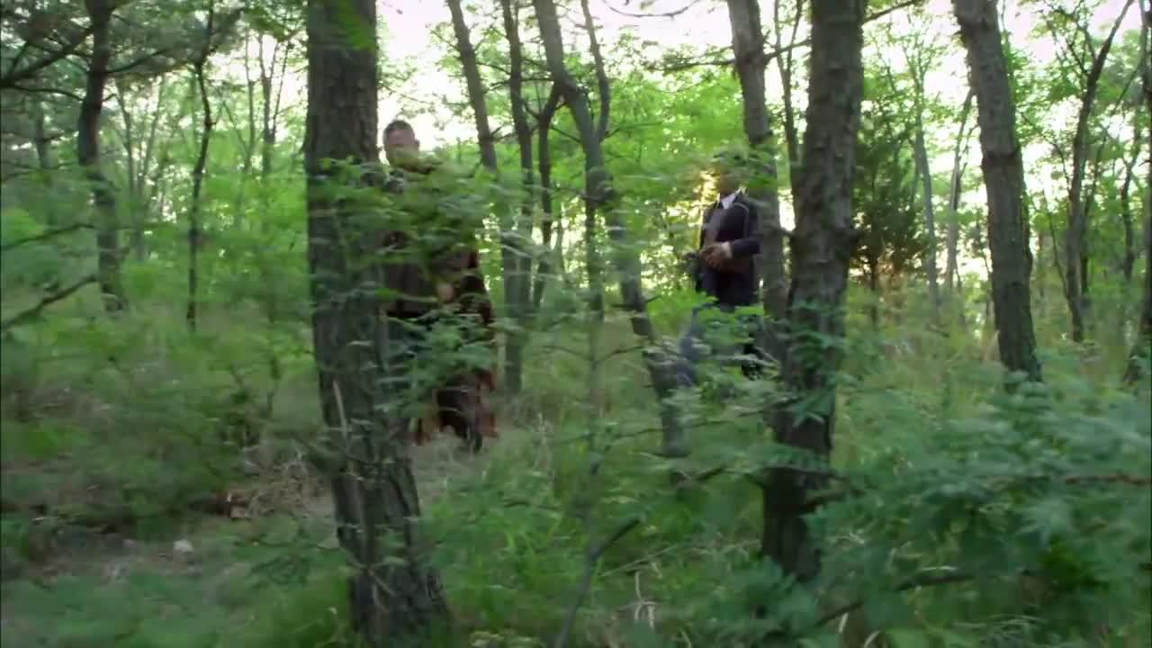 男子在山上发现了一个墓地,还是一个洋人的,还发现了大炮