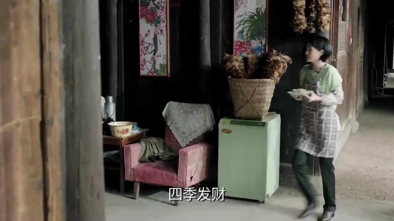 鸡毛飞上天:陈江河拿着钱来到金水叔家中,将钱给了债主们