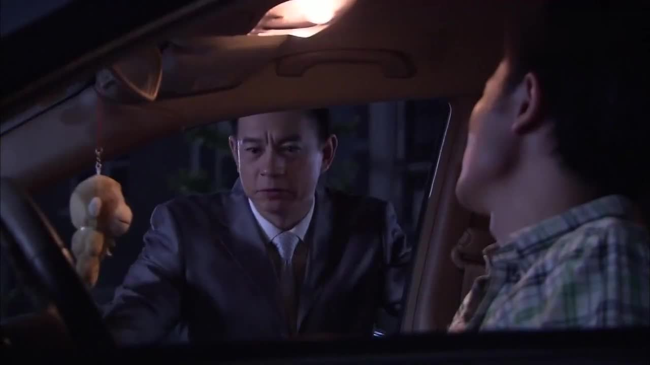 老大:傅老大被骗买了那种碟,谁知一开打被弟妹看见了!脸都丢没