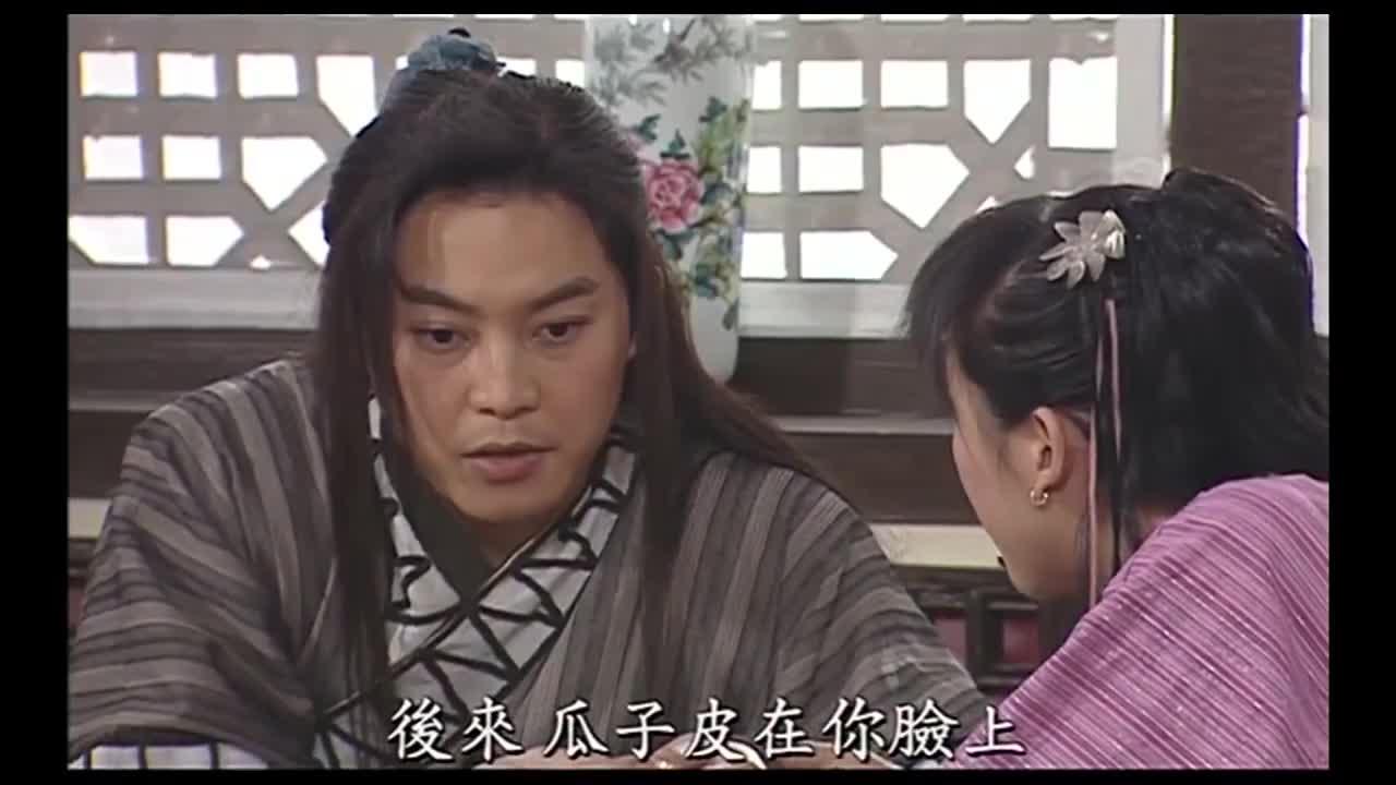 白展堂拉着小姑娘的手讲故事,佟湘玉推门而入,吓得两人撒开了手