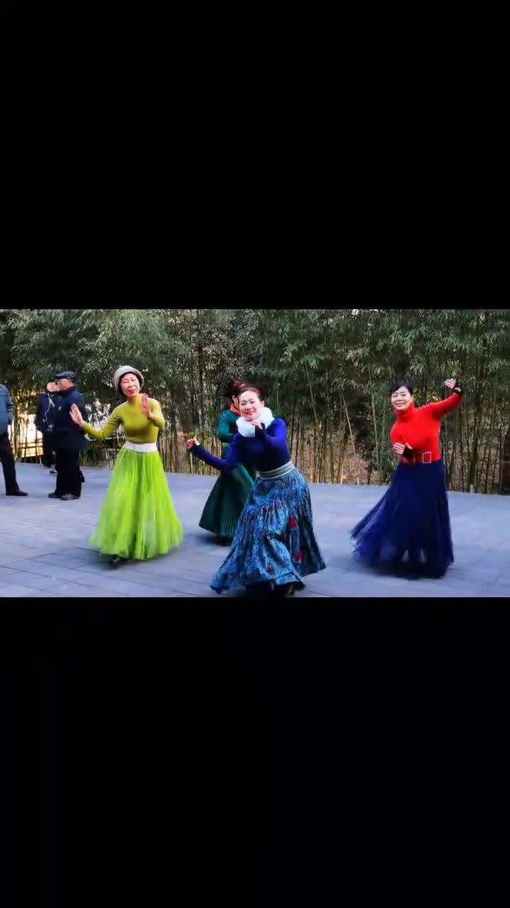 魅力朵朵广场舞《草原恋》草原风情舞蹈歌曲悠扬动听舞蹈优美抒情