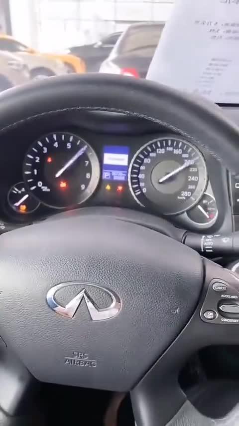 视频:英菲尼迪Q70内饰,驾驶座,局部空