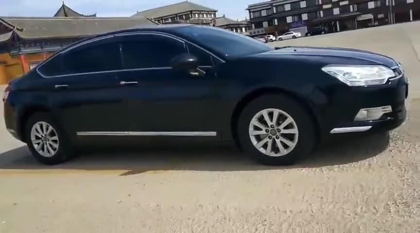 视频:雪铁龙C5,法国总统座驾,黑色的