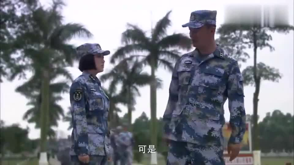 火蓝刀锋:演习失误,女兵被罚反省一周,小伙费劲缓解女兵情绪