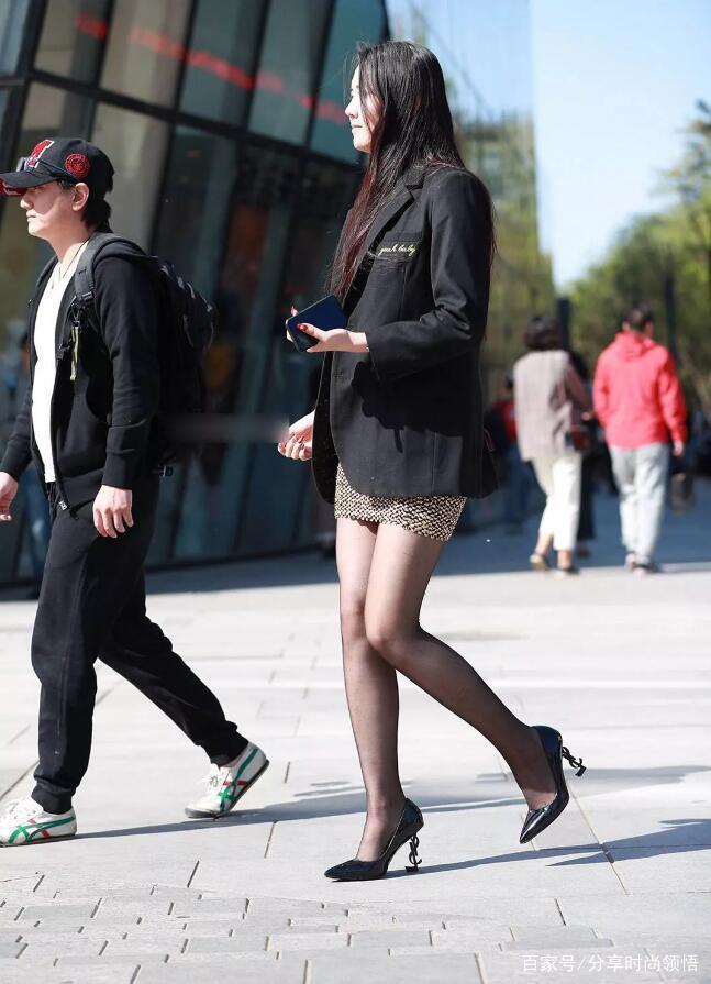 """""""奶奶裤""""优雅与""""黑丝袜""""性感,时尚的女性往往喜欢""""奶奶裤"""""""
